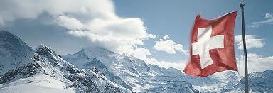 CH Fahne über die Berge
